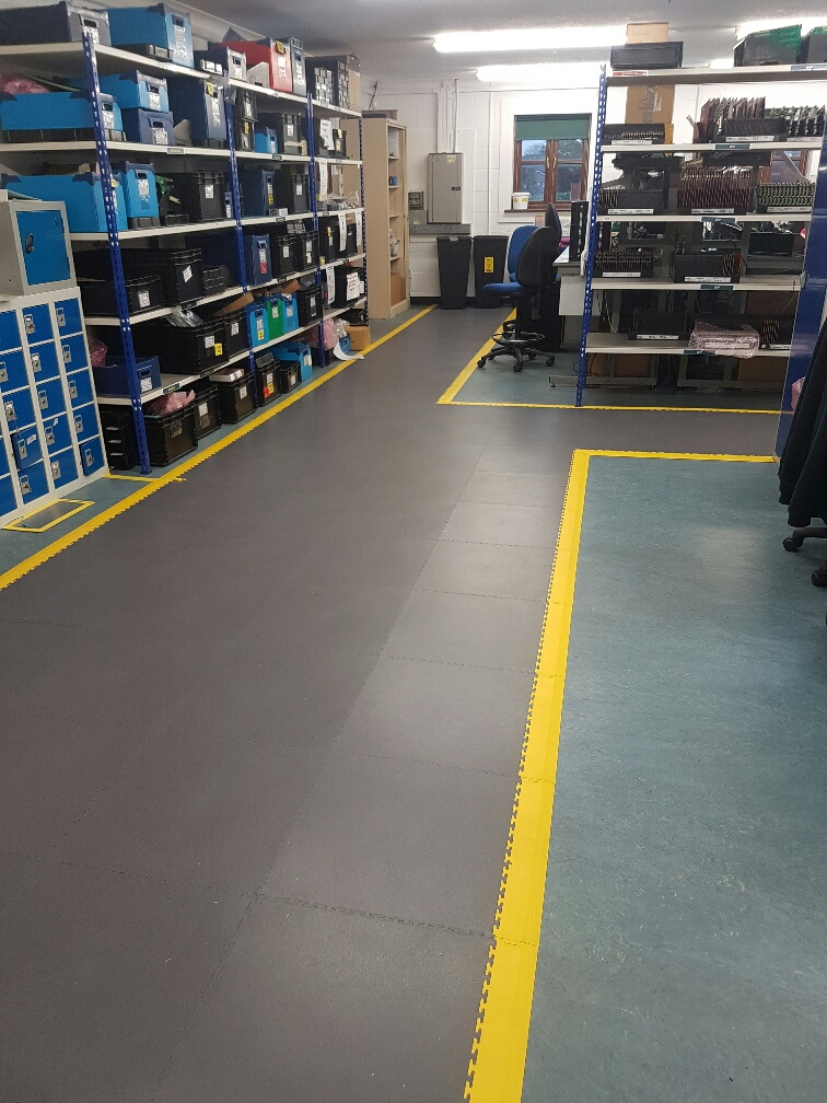Interlocking ESD Floor Tiles 6